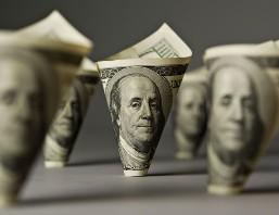 USD tiếp tục giảm trước nguy cơ cuộc chiến trần nợ Mỹ
