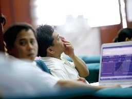 Hướng giải quyết nào cho cổ phiếu hủy niêm yết?