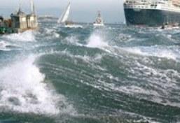 Tàu Trung Quốc chìm trên Biển Đông, 47 người mất tích