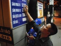Thủ tướng yêu cầu xem xét giảm giá xăng dầu