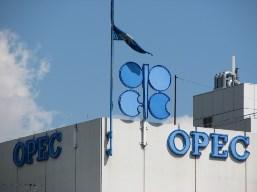 Sản lượng dầu thô OPEC tháng 9 xuống thấp nhất 2 năm