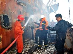Tàu cẩu bốc cháy tại Vũng Tàu được dập tắt sau 20 tiếng