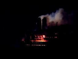 Tàu cẩu 25.000 tấn bốc cháy ngùn ngụt