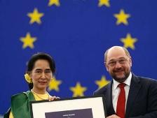Bà Aung San Suu Kyi nhận giải thưởng nhân quyền Sakharov