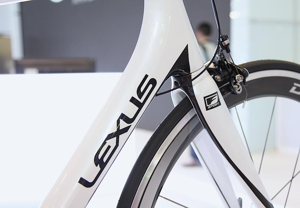 Lexus giới thiệu xe đạp F Sport giá trên 200 triệu tại triển lãm Việt Nam Motor Show 2013