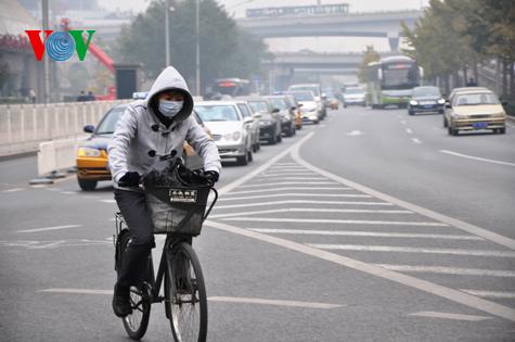 Khói bụi dày đặc bao phủ Bắc Kinh, mức độ ô nhiễm cấp 6