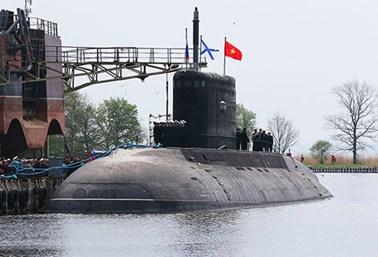 Việt Nam nhận bàn giao chiếc tàu ngầm đầu tiên