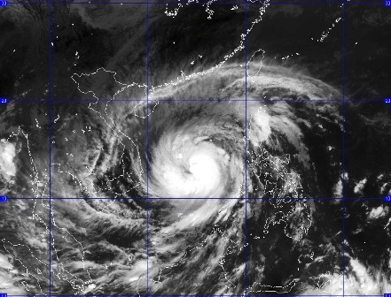 Siêu bão Hải Yến chỉ còn cách Trường Sa 240 Km