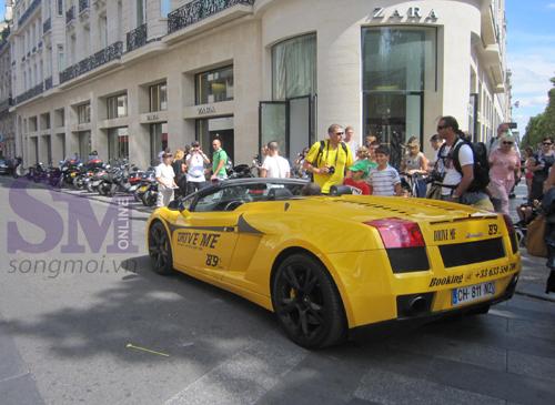 89 euro một 'cuốc' lái Ferrari ở Paris