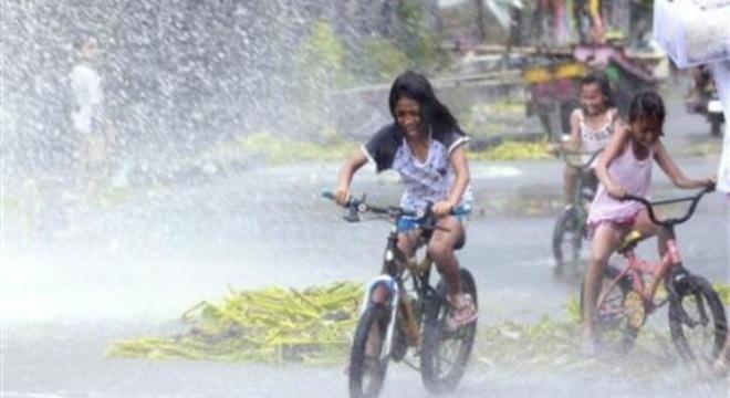 Xác nạn nhân siêu bão Hải Yến nằm la liệt khắp các con đường ở Philippines