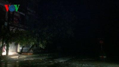 Thái Bình-Hải Phòng mất điện, gió giật cấp 8-10
