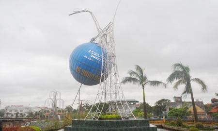Bão số 14 quật đổ cột ăng ten phát thanh truyền hình Uông Bí