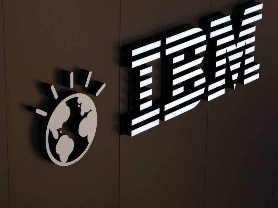 IBM - gã khổng lồ đang loạng choạng