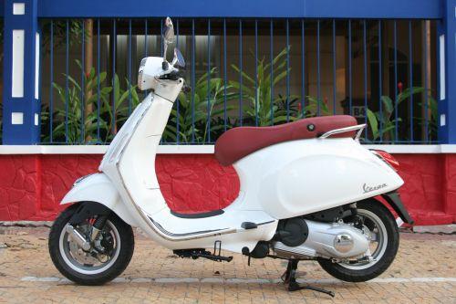 Piaggio Việt Nam ra mắt Vespa Primavera và dừng sản xuất LX