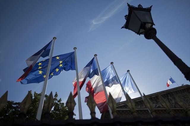 Kinh tế Pháp bất ngờ suy yếu do đầu tư của các doanh nghiệp giảm