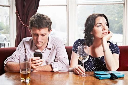 Người quá mê smartphone dễ bị cắm sừng