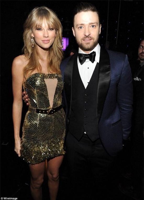Taylor Swift tỏa sáng tại buổi Lễ trao giải Âm nhạc Mỹ