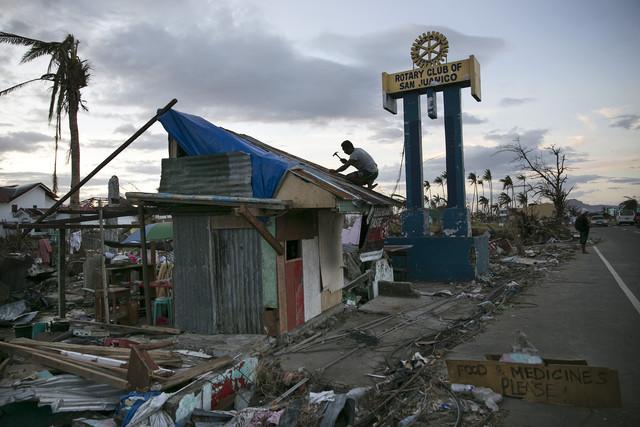 Kinh tế Philippines tăng trưởng chậm trong năm tới do ảnh hưởng của siêu bão Haiyan