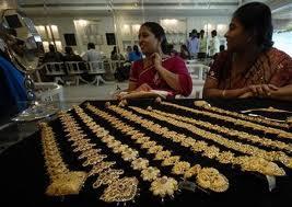 Vàng khan hiếm khiến Ấn Độ phải tái chế vàng trang sức vào mùa cưới