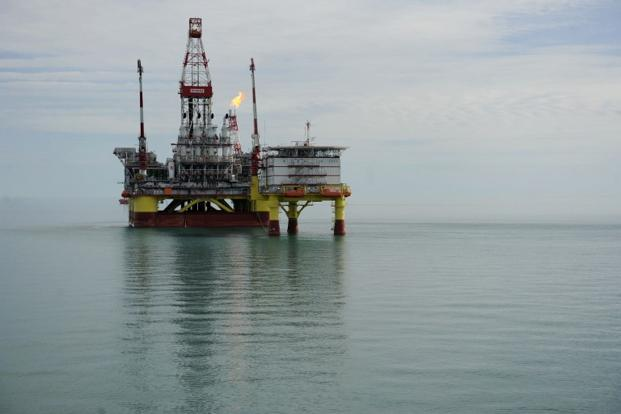 Giá dầu Brent giảm ngày thứ 2, thu hẹp chênh lệch giá với dầu WTI