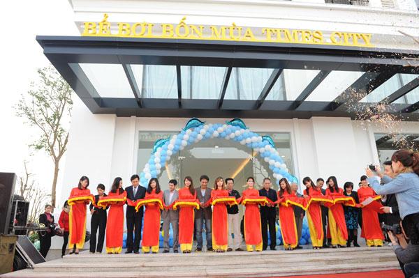 Times City: Khai trương cụm bể bơi trong nhà lớn nhất Việt Nam