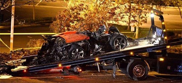 Cận cảnh: Paul Walker giây phút bước lên chiếc xe tử thần