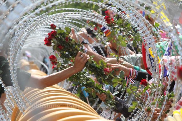Người biểu tình chiến thắng, Thủ tướng Thái Lan im lặng