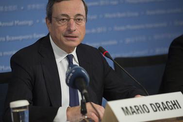 ECB giữ lãi suất thấp kỉ lục, hạ dự báo lạm phát năm 2014