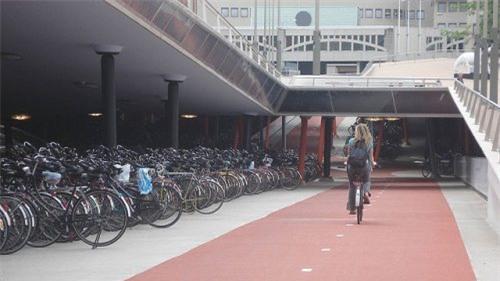 Kinh tế suy thoái, dân châu Âu mua xe đạp nhiều hơn ôtô