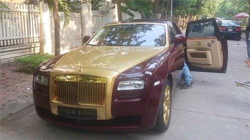 Sếp Rolls-Royce Việt Nam chơi xe Ghost vàng