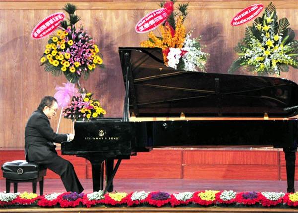 Kết thúc Festival Quốc tế 2013: 'Màu' Đặng Thái Sơn & 'lửa' Nguyễn Tuấn Mạnh