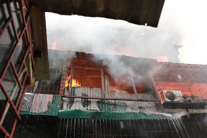 Hà Nội: Đang cháy lớn tại khu tập thể Nam Đồng
