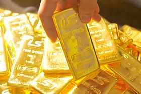 Giá vàng giảm hơn 32 USD/oz