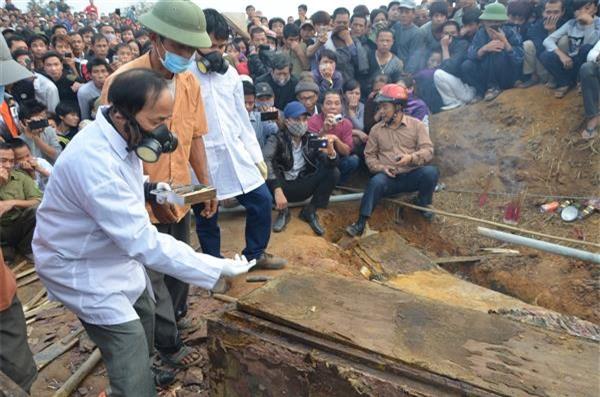 Nhiều tư liệu quý từ ngôi mộ cổ 300 năm ở Hà Nội