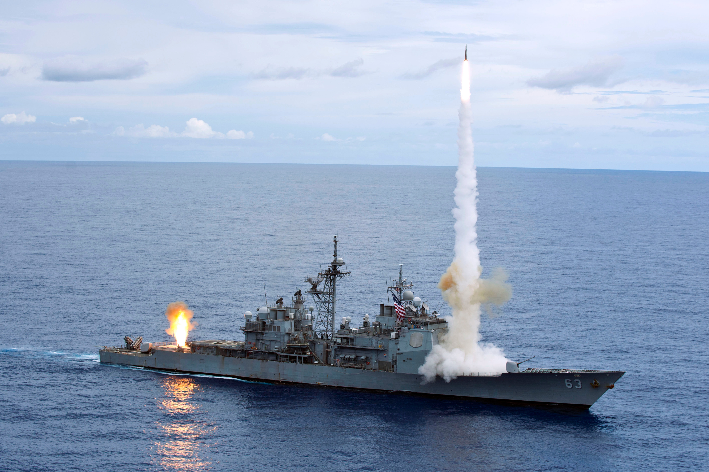 Tàu chiến Mỹ-Trung suýt đâm nhau ở Biển Đông