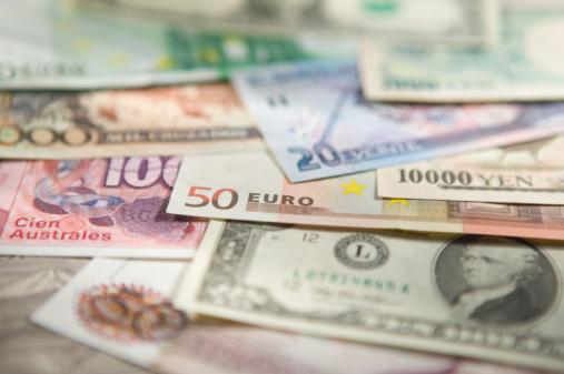 Tỷ giá USD/JPY gần chạm đỉnh 5 năm, euro giảm giá so với USD