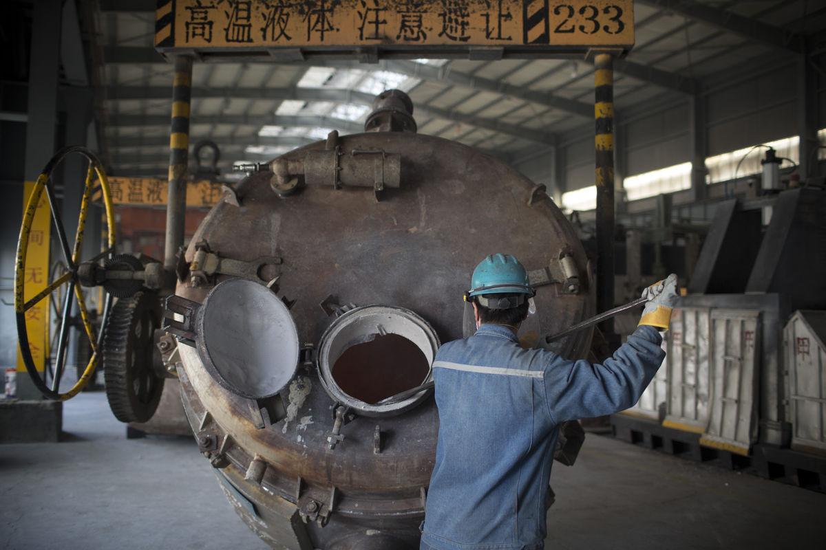 PMI sản xuất sơ bộ của Trung Quốc bất ngờ chạm đáy trong 3 tháng qua
