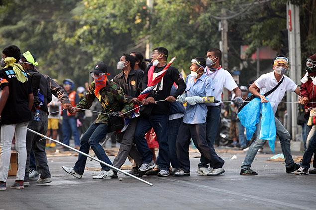 Xung đột dữ dội cũng không ngăn được bầu cử diễn ra ở Thái Lan
