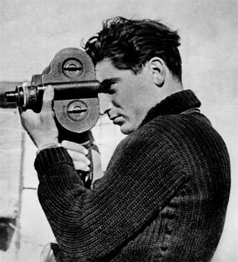 Triển lãm ảnh của huyền thoại Robert Capa: Không chỉ là bậc thầy ảnh đen trắng