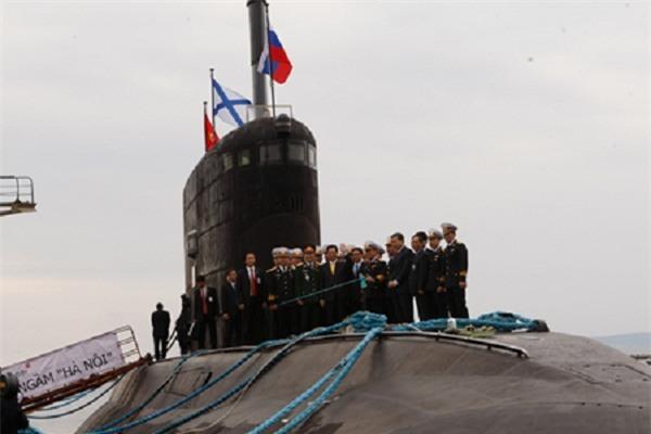 7h sáng nay, tàu ngầm Kilo Hà Nội tới quần đảo Trường Sa