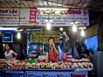 Bloomberg: Giá thịt lợn ở Hà Nội cho thấy chi phí thực phẩm toàn cầu giảm