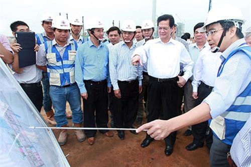 Thủ tướng thị sát dự án luồng tàu biển tải trọng lớn vào sông Hậu
