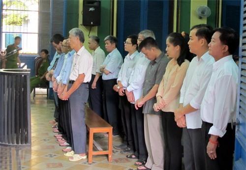 14 bị cáo hầu tòa vụ chiếm đoạt hàng trăm tỉ tại Agribank Tân Bình