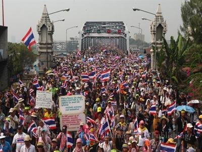 Biểu tình Thái Lan: Lấy tiền ở đâu