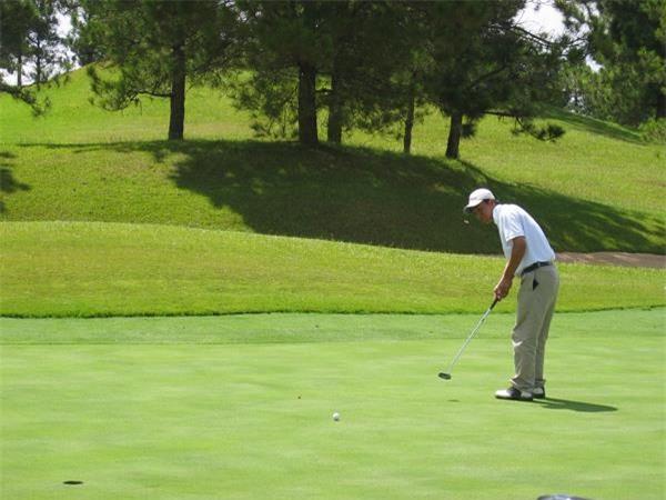 Quảng Ninh muốn bổ sung sân golf Hạ Long vào quy hoạch