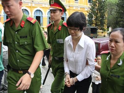 Đại án Huyền Như lừa đảo: Luật sư hỏi hai ngày, Vietinbank trả lời 10 phút