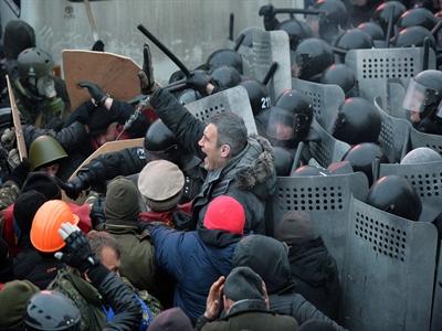 Xung đột đẫm máu ở thủ đô Ukraina khiến nhiều người bị thương
