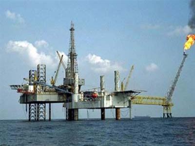 Giá dầu chạm đỉnh 2 tuần sau dự báo của IEA