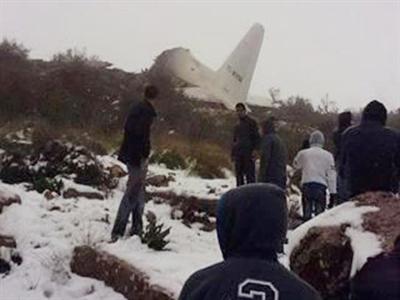 Algeria: Máy bay quân sự đâm vào núi, 77 người chết