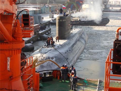 Tàu ngầm Kilo thứ hai vượt băng về Việt Nam